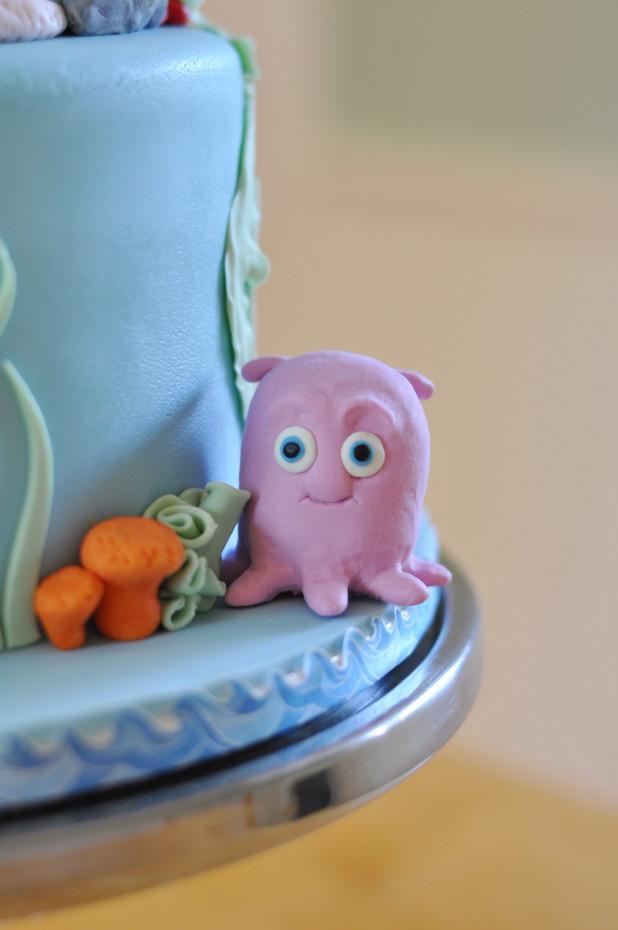 Pearl Cake Figurine